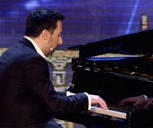 Alberto de Paz interpreta canciones de películas con su piano