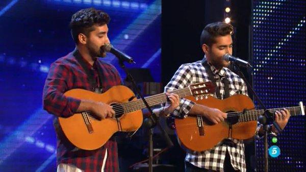 Francis y Nico cantando en el escenario de Got Talent